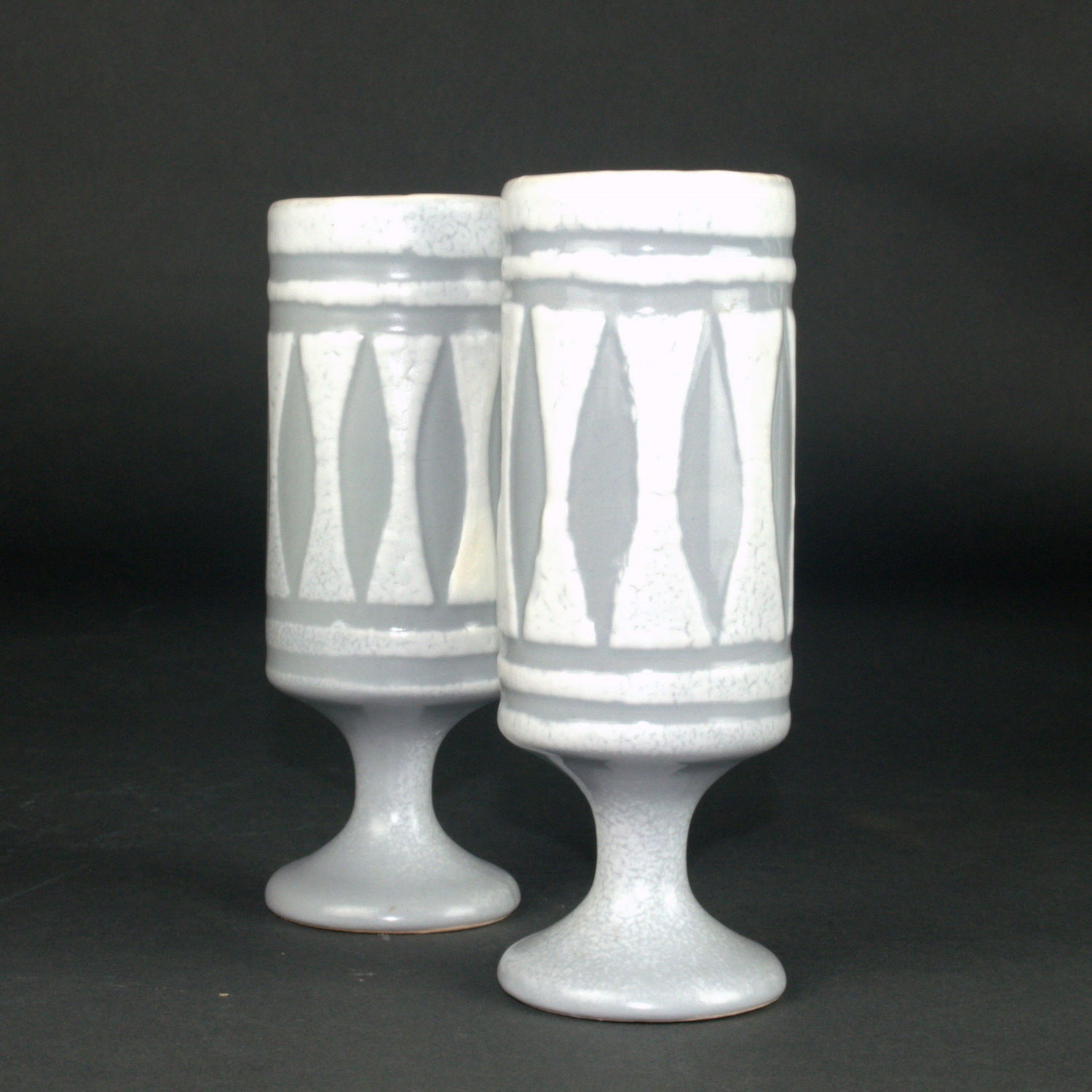 Set Of 2 Ceramic Mugs With Grey Motive By Roger Capron 1 2(1)